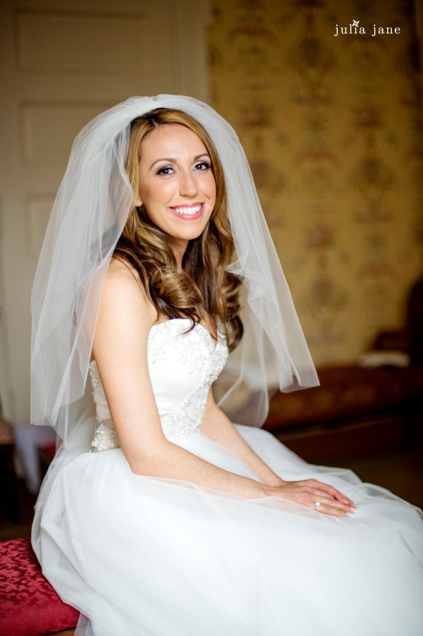 bridal portrait in the yellow room at cairnwood estate