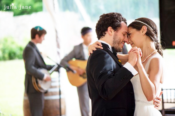 first dance at red maple vineyard