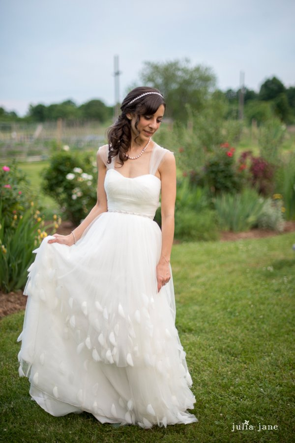 bridal portraits at red maple vineyard